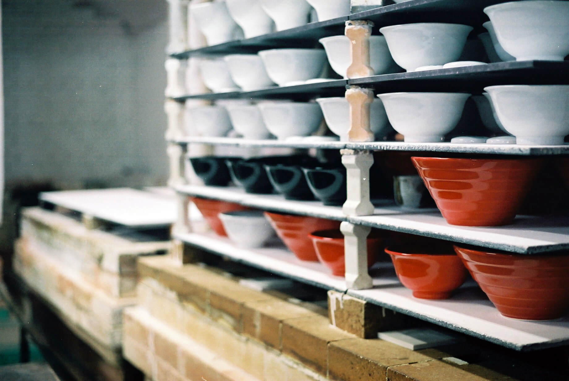 一風堂 IPPUDO's red and white bowls, and the origin of their porcelain